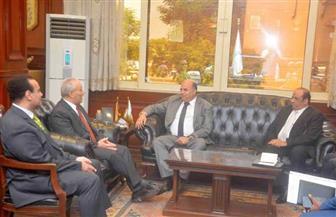 محافظ الأقصر يبحث تنفيذ التحول الرقمي مع ممثلي الشركة المصرية للاتصالات| صور