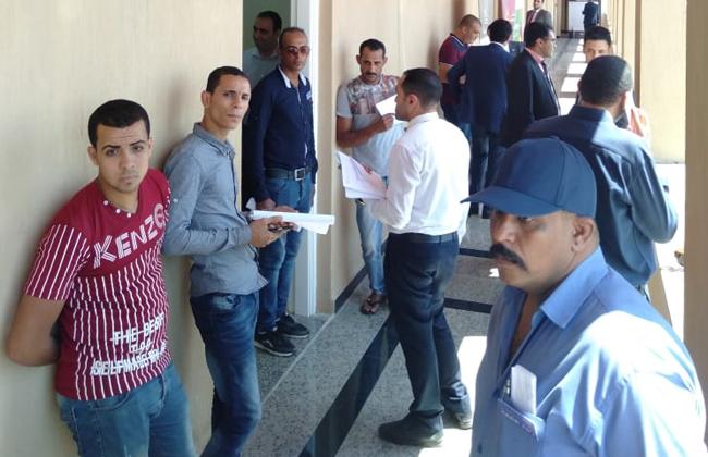 تزايد الإقبال على سحب كراسات شروط الورش الصناعية بمدينة دمياط للأثاث | صور