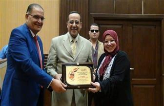 محافظ شمال سيناء يكرم  وكيلة التربية والتعليم بالمدينة الشبابية | صور