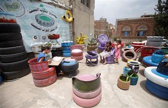 فنان يمني يعيد تدوير الإطارات المستعملة ويحولها إلى قطع أثاث   صور