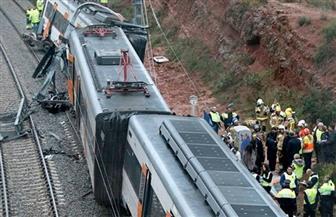 قطار ركاب يخرج عن القضبان في كاليفورنيا وإصابة 27