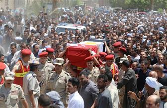 محافظ قنا يشهد الجنازة العسكرية لشهيد القوات المسلحة بقرية المحروسة | صور