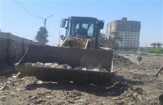 تنفيذا لتوجيهات محافظ سوهاج.. إنزال التربة الزلطية بميدان الصهريج تمهيدا للرصف | صور