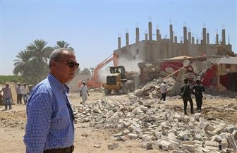 محافظ قنا يقود حملة لإزالة التعديات على أراضي أملاك الدولة بنجع حمادي | صور