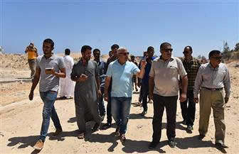 محافظ مطروح يتفقد أعمال تمهيد وازدواج طريق باب البحر الجديد | صور