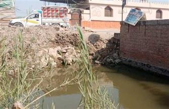 القرى اﻷكثر فقرا.. أهالي عزبة الزناتي بالشرقية يعيشون فوق مياه الصرف الصحي | صور