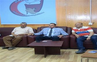 رئيس جامعة سوهاج يجتمع برئيس مجلس إدارة المستشفى الجامعي ومديرها لتحسين الخدمات |صور