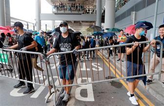 شرطة مكافحة الشغب في هونج كونج تعتقل العشرات أمام مقر الحكومة