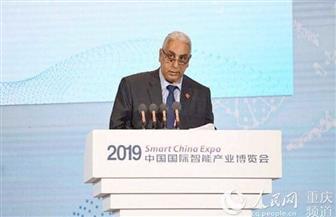 السفير المصري في بكين يلقي كلمة في الجلسة الرئيسية لمعرض الصين الذكي | صور
