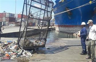 العاملون بميناء الإسكندرية يدشنون حملة لنظافة الميناء| صور