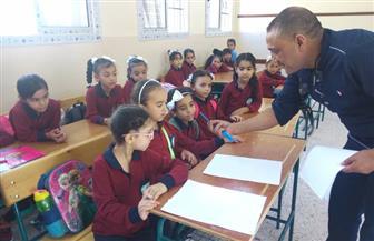 مدرسة الشهيد شريف محمد الابتدائية بالعريش تستقبل الطلبة بالهدايا | صور
