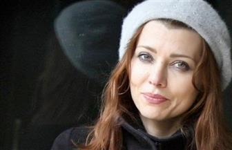 بعد ترشحها لجائزة البوكر.. الروائية إليف شافاق تكسر قاعدة التشاؤم من الرقم 13 | فيديو