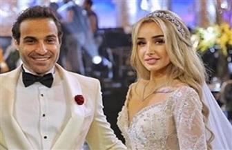 أكرم حسني يهدي أحمد فهمي وهنا زاهد أغنية من تأليفه في زفافهما| فيديو