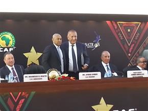 أبوعلي وأحمد أحمد يوقعان عقد استضافة حفل جوائز الكاف بالغردقة |صور