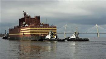 """""""لومونوسوف"""" أول محطة نووية عائمة تصل إلى مقرها بأقصى شرق روسيا"""