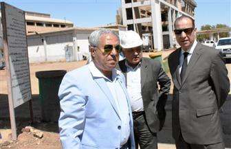 محافظ أسوان: إعداد تقرير عن تلوث مصنع كيما ورفعه إلى رئيس الوزراء | صور