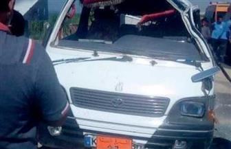 مصرع 3 مواطنين وإصابة 6 آخرين في حادث انقلاب سيارة ميكروباص بقنا