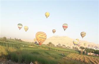 إقلاع 30 رحلة بالون طائر على متنها 250 سائحا بالأقصر | صور