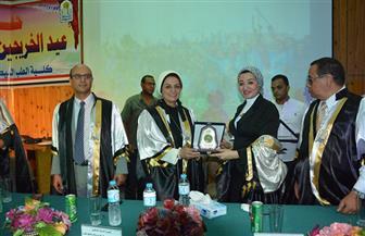 جامعة أسيوط تحتفل بتخريج الدفعة الـ54 من أبناء كلية الطب البيطري | صور