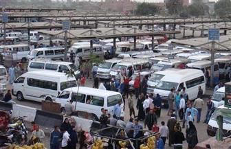 """مهلة 72 ساعة لضبط موقف سيارات الأجرة في """"العاشر"""" وإزالة مظاهر العشوائية منه"""