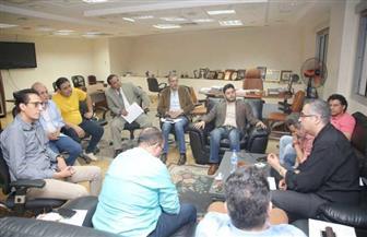 إسماعيل مختار يناقش لائحة قانون الخدمة المدنية مع فناني  بيت المسرح