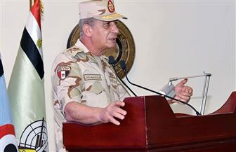 وزير الدفاع لمقاتلي المظلات والصاعقة: القوات المسلحة كانت وستظل درعا واقية للوطن