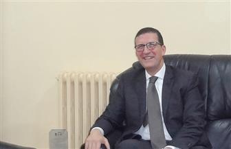 سفير مصر لدى الأردن يلتقي مع وزير العمل لمتابعة أوضاع الجالية المصرية