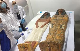 """تغليف تابوتين ومومياوتين تمهيدا لنقلها من """"التحرير"""" إلى متحف الحضارة  صور"""