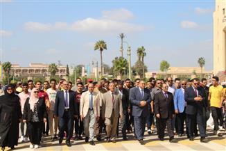 رئيس جامعة كفر الشيخ يستقبل الطلاب في بداية العام الجامعي الجديد   صور