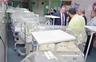 رئيس جامعة سوهاج يتفقد وحدة رعاية حديثي الولادة بالمستشفى الجامعي | صور