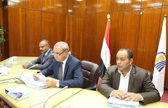 محافظ قنا يطالب رئيس مدينة أبوتشت بتوفير فرصة عمل لمواطن | صور