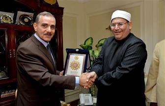 محافظ أسيوط يلتقى منسق عام بيت العائلة المصرية ويعلن دعمه لجهود ومبادرات الأزهر والكنيسة | صور