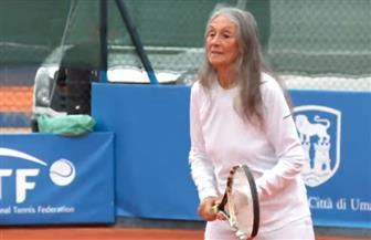 أنجبت 10 أبناء ولديها 37 حفيدا.. أرجنتينية تشارك في بطولة التنس فوق الـ80 عاما   فيديو