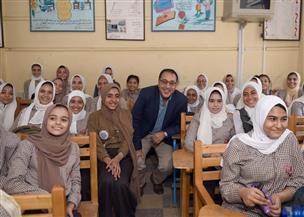 مدبولي يثنى على تنوع أنشطة مدرسة الشهيد محمد عصام سرور ببني سويف | صور