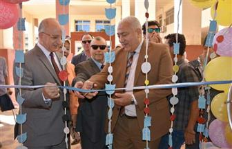 رئيس جامعة السادات ونائباه يستقبلون الطلاب بكليتي التجارة والسياحة والفنادق | صور