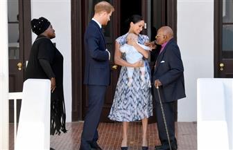 الأمير هاري وميجان وابنهما آرتشي يلتقون كبير الأساقفة في جنوب إفريقيا ديزموند توتو