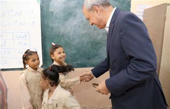 الهجان يتفقد سير العملية التعليمية بمدارس التربية الخاصة بمدينة قنا | صور