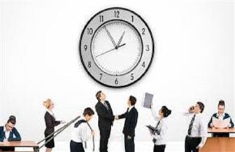 ساعات العمل الطويلة قد تسهم في قصور وظائف الغدة الدرقية