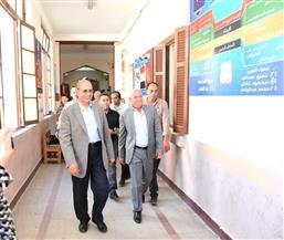 محافظ بورسعيد ينصح الطلاب بالابتعاد عن الدروس الخصوصية والحضور بانتظام للمدرسة |صور