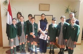 سفارة القاهرة في كانبرا تستضيف طلاب إحدى المدارس الأسترالية للتعرف على التاريخ المصري | صور