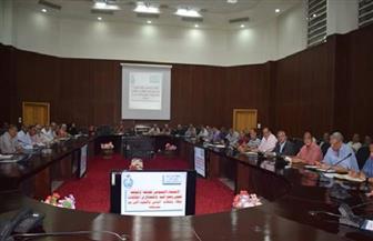 البحر الأحمر تستعرض موقف تطوير العشوائيات وسبل استغلال أراضى الدولة المستردة  صور