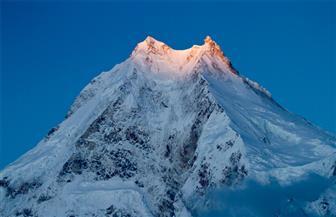 نيبالي يتسلق 13 قمة جبلية خلال 6 أشهر