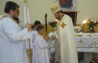 الأنبا باخوم يترأس القداس الإلهي في كنيسة الملاك ميخائيل بحدائق القبة   صور