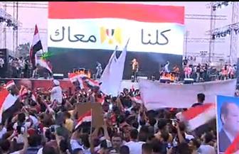 """على أنغام """"يا أغلى اسم في الوجود"""" و""""بشرة خير"""".. المنصة تنتفض حماسا دعما للدولة المصرية"""