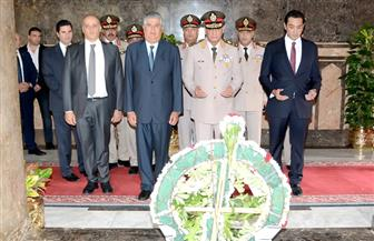 وزير الدفاع يضع إكليل الزهور على ضريح الزعيم الراحل جمال عبدالناصر |فيديو