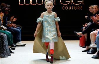 فتاة مبتورة الساقين تشارك في أسبوع الموضة بباريس | صور
