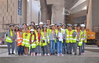 المتحف المصري الكبير ينظم أولى فعاليات برنامجه التوعوي لطلاب التعليم الأساسي | صور