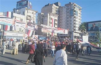 آلاف من مواطني دمياط ينظمون وقفة مؤيدة للدولة والرئيس والقوات المسلحة بميدان الساعة| فيديو