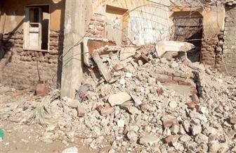 إزالة عقار آيل للسقوط في قرية البساتين بدمياط| صور