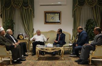 محافظ جنوب سيناء يلتقي وفد جامعة الأزهر لمناقشة افتتاح فرع الجامعة بداية العام الدراسي | صور